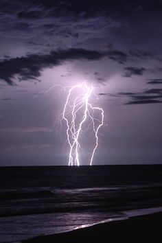Summer lightning storm off New Smyrna Beach, Florida. Oh how I miss the lightning storms! Lightning Cloud, Thunder And Lightning, Lightning Strikes, Lightning Storms, Tornados, Thunderstorms, Wild Weather, Eye Of The Storm, Storm Clouds