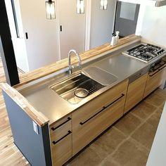 キノままさんはInstagramを利用しています:「2018.6.22. . キッチン、リクエストがあったので✨. .. . キッチンは1番こだわった空間かもしれないので、語ると長くなりそうなので、とりあえずサラッと…. . . 我が家のキッチンは、タカラスタンダード#オフェリア…」 Interior Design Kitchen, Woodworking Crafts, Home Renovation, New Homes, Kitchen Appliances, House, Kitchen Contemporary, Home Decor, Instagram