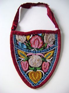 Strawberry Shaped Flat Purse with Cloth Handle | Iroquois Beadwork