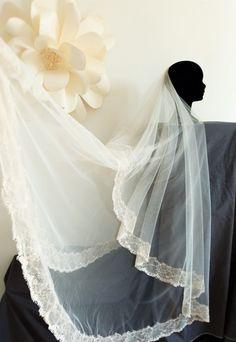 Voile long de mariée romantiques en dentelle par FaithCauvain