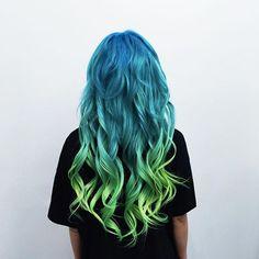 Cheveux multicolor bleu