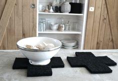 Onderzetters kun je snel zelf maken van dik vilt. www.kwantum.nl #DIY #Stof #Kwantum