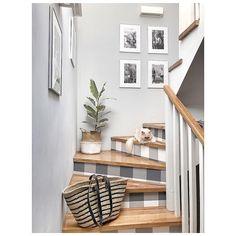 Poniedziałek, więc i pora zejść na ziemię... u mnie z sypialni na piętrze do kuchni na dole😉mały spacer po bułki, owoce na ryneczek i można… Feng Shui, Decoration, Entryway Bench, Ladder Decor, Shelves, Diy, Instagram, Furniture, Design