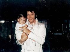 Chelrima Walden uploaded this image to 'Lisa Marie Presley/Lisa Priscilla and Elvis'.  See the album on Photobucket.