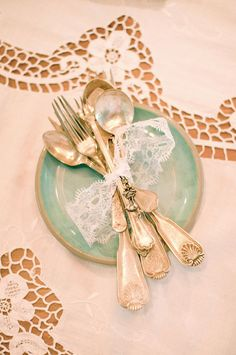 Mix Matched Plates, Vintage Lace, Open Frames & Door Knobs Make This Victorian Inspired Styled Shoot | Storyboard Wedding