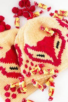 The Kettukarkki beanie by Finnish yarn company Novita. Pattern and colors from renowned Finnish candy wrapping. Instructions in Finnish |  Kettukarkki-pipot Novita 7 Veljestä -langasta | Novita knits