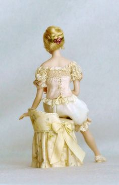 Beatrice (back view)