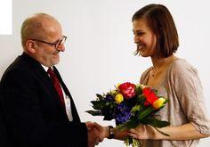 Prof. Dr. Ronald Freytag mit der zweiten Stipendiatin, Frau Naomi Nicolai.