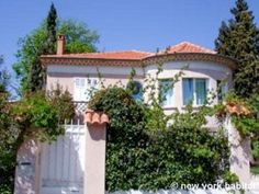 Forget hotels - have more fun living like a local in a #vacation #rental near the #Riviera! http://www.nyhabitat.com/south-france-apartment/vacation/1192