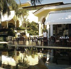 У нас много вариантов для ужина: будь то ужин с интерьером прекрасного ресторана Эмильяно или за романтическим столом на открытом воздухе, окруженным водоемом.для ужина: будь то ужин с интерьером прекрасного ресторана Эмильяно или за романтическим столом на открытом воздухе, окруженным водоемом.