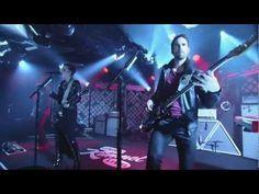 """Halestorm Performs """"Freak Like Me"""""""