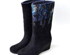Vrouwen vilten laarzen van natuurlijke zachtste merinoswol. Op bestelling gemaakt.