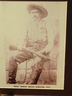 Texas Ranger Daniel Hinojosa in 1910 carrying what seems to be a Winchester model 1907 or Model 1910 self loading rifle. This photo is located at the Texas Ranger Museum, Waco,Texas Real Cowboys, Cowboys And Indians, Texas Rangers Law Enforcement, Waco Texas, Texas History, Le Far West, Modern History, Marshalls