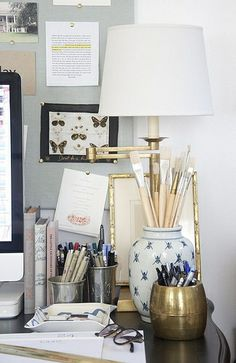 30 Super ideas for desk organization artist paint brushes Guest Room Office, Home Office Space, Office Decor, Interior Inspiration, Design Inspiration, Desk Set, Desk Organization, Home Accessories, Sweet Home