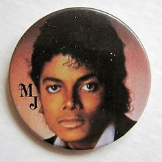 MICHAEL JACKSON POP SINGER 1980'S PINBACK BUTTON - http://www.michael-jackson-memorabilia.com/?p=12987