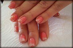 Lacquer Pro Jelly Pink con Glitter shimmering Sand difuminado en punta sobre uña natural. $170