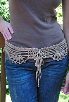 Feminine Lace Belt by Mary Jane Hall - Originally published in Crochet Belts from the Hip - Straight from Today's Designers  http://positivelycrochet.blogspot.com/2011/02/feminine-lace-belt-crochet-pattern-for.html