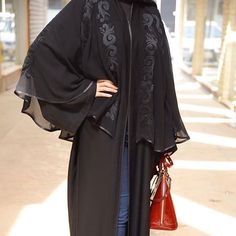 Annie Dretch would wear something flowing and mysterious like this Burqa Designs, Abaya Designs, Abaya Fashion, Modest Fashion, Kaftan Pattern, Modern Abaya, Black Abaya, Abaya Dubai, Arabic Dress