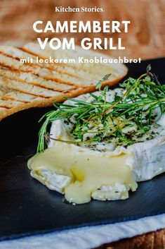Grilled Camembert with garlic bread - Alles für ein BBQ - Rezepte İdeen Grilling Recipes, Meat Recipes, Plancha Grill, Tofu, Shredded Bbq Chicken, Side Dishes For Bbq, Kitchen Stories, Burger Buns, Hamburgers