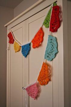 Acorn to Oak: FO Friday - Crochet Bunting Free Pattern Crochet Bunting Free Pattern, Crochet Garland, Crochet Motif, Crochet Doilies, Crochet Flowers, Crochet Stitches, Free Crochet, Knit Crochet, Crochet Patterns