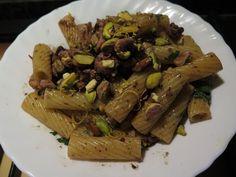 Pasta+al+ragù+di+polpo+e+pistacchi