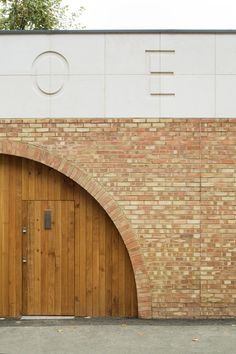 An arched opening in the brick wall of this building in central London leads to a community centre lined internally with glazing that looks out onto garden hidden from the street. Concrete Texture, Concrete Stone, Concrete Building, Concrete Architecture, Architecture Office, Architecture Design, Wall Texture Types, Brick Detail, Entrance Hall