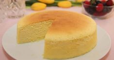 Cotton Cheesecake / Japanese Cheesecake - Light and fluffy yet creamy and decadent. This is the perfect combination of sponge cake and cheesecake! Dessert Ww, Dessert Thermomix, Japanese Diet, Fruit Puree, Sponge Cake, Baking Pans, 3 Ingredients, Cheesecake Recipes, Vanilla Cake