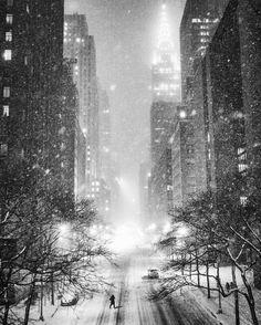 New York City at midnight during a snowstorm by Vivienne Gucwa @travelinglens | newyork newyorkcity newyorkcityfeelings nyc brooklyn queens the bronx staten island manhattan