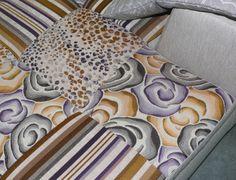 Na ANTARTE dispomos de centenas de referências de tecidos em diferentes materiais, tons, padrões e cores da nova tendência da estação, que podemos combinar para conseguir aquele sofá que reflecte o nosso estilo. Na ANTARTE todo o mobiliário pode ser personalizado para se adaptar às dimensões do seu espaço e ao que idealizou.