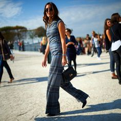 thetrendytale:  mariovillanuevastyle:  Walk this way with @galagonzalez #streetstyle  By #mariovillanuevastyle #moda #mode #fashion #pfw #galagonzalez  (hier: Espace Ephémère Des Tuileries)  MORE FASHION AND STREET STYLE