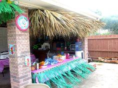 DIY Tiki Bar!!!! Loved it ;)