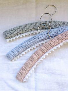 Picot-edged hangers, Flowerhouse Crochet Coat, Knitted Coat, Crochet Yarn, Crochet Clothes, Crochet Stitches, Free Crochet, Baby Coat Hangers, Diy Hangers, Knitting Patterns Free
