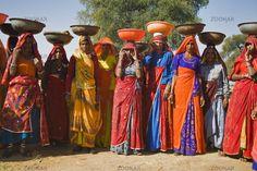 Indische Arbeiterinnen in traditioneller Kleidung, Nordindien, Indien, Asien - idian workingwoman in traditional clothes, North India, India...