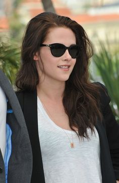 KRISTEN STEWART WEARTING SUN GLASS | Win $300 Designer Sunglasses From Twirlit and DITTO (CONTEST ...