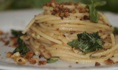 Gli spaghetti alla Gennaro sono la tradizione di Napoli, il mitico Antonio de Curtis, in arte Totò, ne andava matto, tanto da portarlo in molti film.