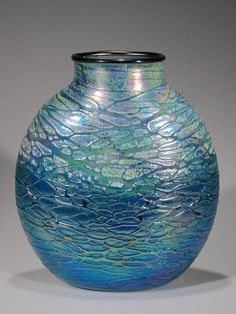 Oval Luster vase in Green--Tom Stoenner