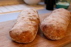 Ciabatta Brot selber backen. Dieses Ciabatta Rezept gelingt bestimmt. Ciabatta mit Pour le Plaisir.