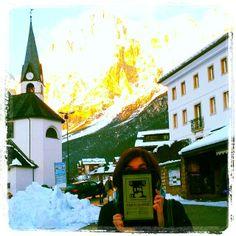 @marta_ceotto: #Verdi spunta anche tra le nevi Dolomitiche... #FoundVerdi #Verdiishere a San Vito di Cadore. Il viaggio di #VerdiMuseum continua