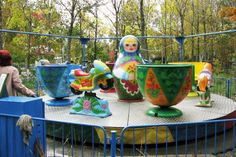 Amusement park ride- spinning cups and ...matryoshka?!!