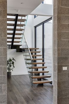 Stair style, allow for steel to be electrical chaseway, add lighting to stair treads and place on motion/ambient sensors Staircase Design Modern, Home Stairs Design, Home Building Design, Interior Stairs, Home Room Design, Bathroom Interior Design, House Staircase, Wood Staircase, Cottage Stairs