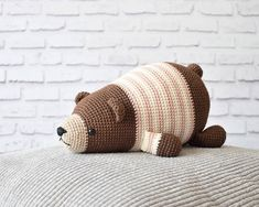 Amigurumi Lying Bear Free Pattern – Amigurumi Free Patterns And Tutorials Crochet Simple, Free Crochet, Crochet Baby, Crochet Easter, Amigurumi Doll Pattern, Amigurumi Tutorial, Crochet Teddy Bear Pattern, Single Crochet Stitch, Stuffed Toys Patterns