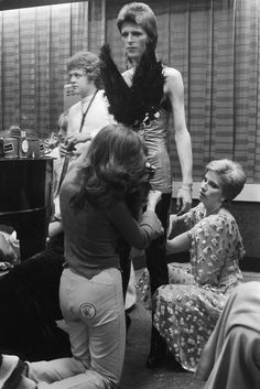 Bowie being dressed by Angie Bowie and Suzi Ronson. Bowie performed for the last time as Ziggy Stardust at the Marquee club during a three night filming session of 'The 1980 Floor Show' for the American NBC TV late night show in London, 19 October David Bowie, Angie Bowie, Mick Ronson, Ziggy Stardust, Glam Rock, Floor Show, Terry O Neill, Ziggy Played Guitar, Bowie Starman