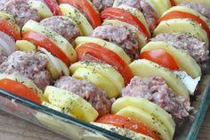 Kotleciki mielone zapiekane z ziemniakami pod pomidorową pierzynką :: A dupa rośnie... ;) :: Przepisy kulinarne Sushi, Sausage, Meat, Ethnic Recipes, Food, Sausages, Essen, Meals, Yemek