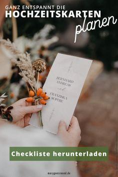 Wann brauchen wir welche Hochzeitskarten? Wann soll die   Hochzeitseinladung verschickt werden? Die Antworten auf diese und noch   mehr Fragen zur Planung der Hochzeitspapeterie findest du hier. lade dir   die kostenlose Checkliste für eure Hochzeitskarten hier herunter!   #hochzeitskarten #hochzeitspapeterie #hochzeitsplanung   #hochzeitseinladung #einladungskarten