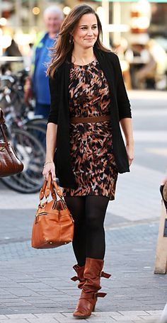 Pippa Middleton paired her printed Whistles dress with black tights, buckled brown boots and her go-to Modalu bag. She topped off the look with a wooly cardigan. Dress With Boots, Dresses With Leggings, Whistles Dresses, Pippa Middleton Style, Pantyhosed Legs, Black Tights, Black Leggings, Tribal Leggings, Casual Elegance