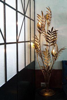 The Socialite Family | Luminaires Jansen chez Maison Lautrec. #address #adresses #maisonlautrec #restaurant #bar #cocktails #pigalle #luminaires #lamp #lampe #jansen #gold #flowers #vintage #artdéco #déco #inspiration #idea #thesocialitefamily