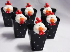 Copinhos Decorados com pintinhas + cabeça da galinha  Consulte-nos disponibilidade em outros temas R$ 3,00