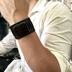 For the best Apple Watch leather bands for men, look no further than Juxli Home.  Our soft leather straps are made of genuine leather and come in all hardware colors. No matter what look you're going for, we have an Apple Watch band to suit your style.  Shop online now. #juxlihome #applewatchfashion #applewatchstyle #applewatchmen #applewatchstraps #applewatchcuff #fathersdaygifts #giftsforguys #giftsformen
