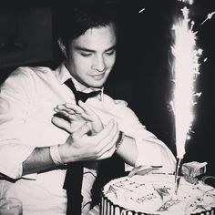 Attention, attention, Gossip Girl fans: It& Ed Westwick& birthday. The actor celebrated with a cake on Thursday night, displaying a classic content yet smug Chuck Bass look in response. Even though we& always remember him as Chuck Bass,… Chuck Bass Quotes, I'm Chuck Bass, Chuck And Blair Quotes, Blair Waldorf, The Cw, Chuck Bass Ed Westwick, Gossip Girl Chuck, Gossip Girls, Pretty People