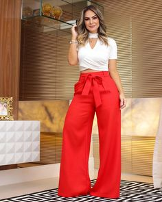 Calça Pantalona + Cropped Canelado. #vemver #summer19 #amobaruc❤️ Fashion Pants, Look Fashion, Fashion Outfits, Fashion Moda, Fashion Tips, Classy Outfits, Chic Outfits, Event Dresses, Casual Dresses